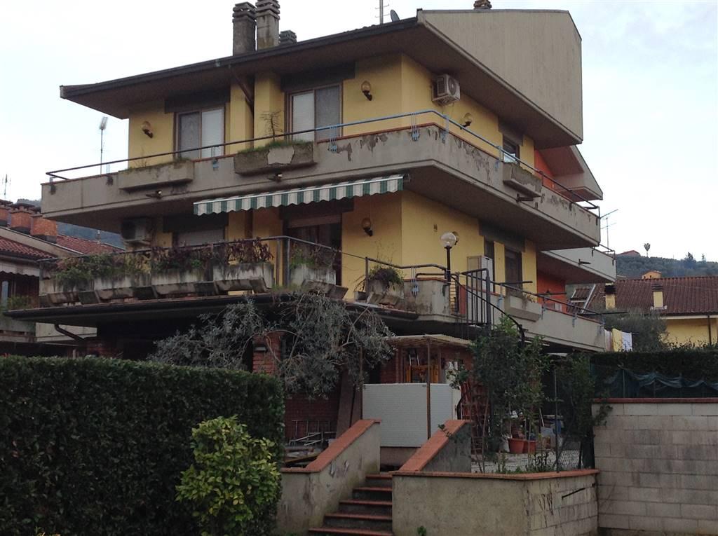 Villa bifamiliareaMASSA E COZZILE