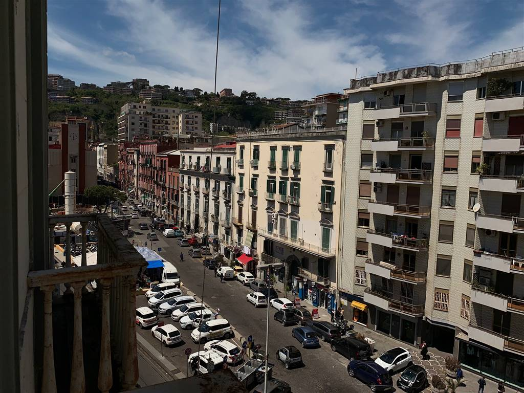 CHIAIA / MERGELLINA, NAPOLI, Apartment for sale of 250 Sq. mt., Be restored, Energetic class: G, Epi: 175 kwh/m2 year, placed at 4° on 5, composed