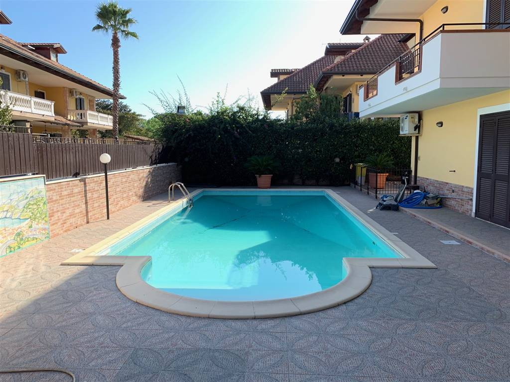 LAGO PATRIA, GIUGLIANO IN CAMPANIA, Villa for sale of 350 Sq. mt., Heating Individual heating system, Energetic class: G, Epi: 175 kwh/m2 year,