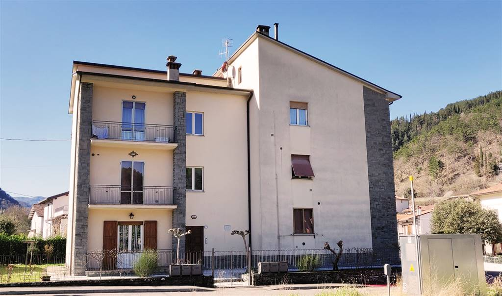 POPOLANO, MARRADI, Apartment for sale of 100 Sq. mt., Quite good conditions, Heating Individual heating system, placed at 1°, composed by: 4 Rooms,