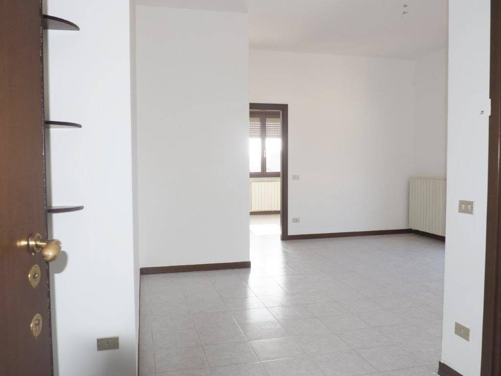 Apartment in GESSATE 93 Sq. mt. | 3 Rooms - Garage